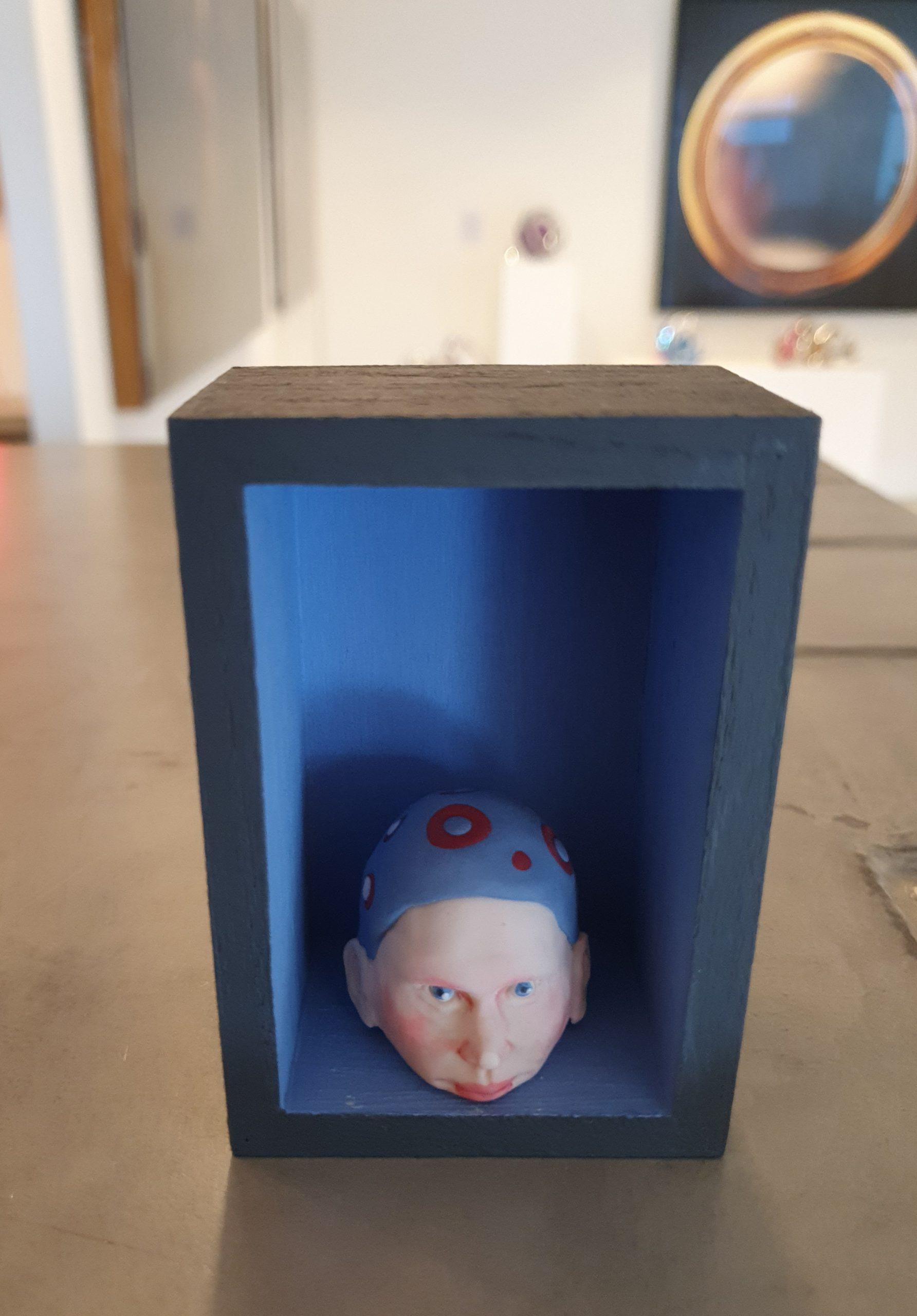 Kunst: Hoofd boven water houden 2 van kunstenaar Saskia Hoeboer