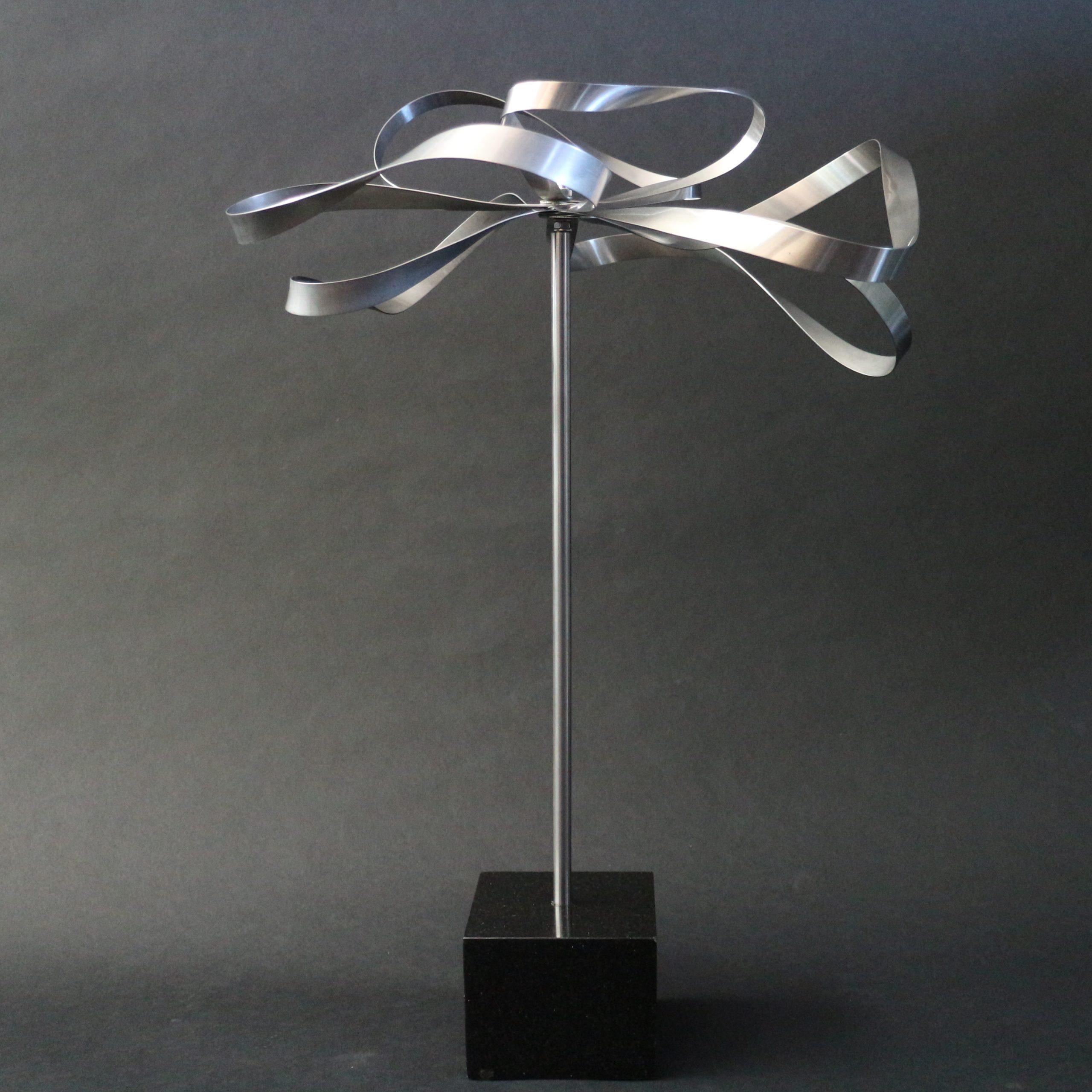 Kunst: Metal Flower 2 van kunstenaar Bert Verboon