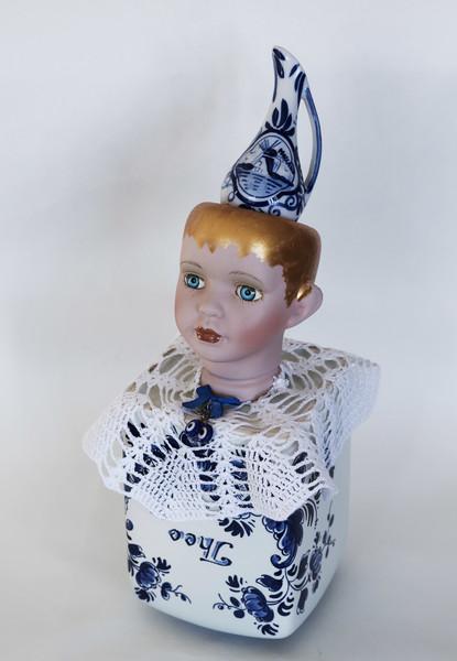 Kunst: Blue tea girl van kunstenaar Frida Badoux