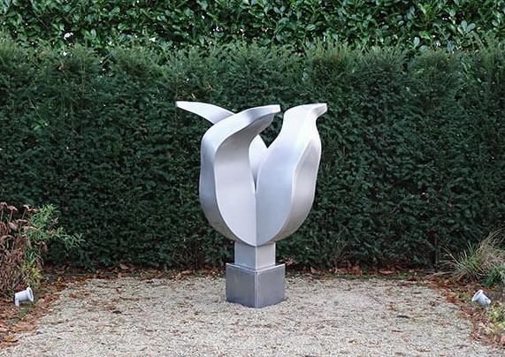 Kunst: Silver Tulip van kunstenaar Jeroen Stok