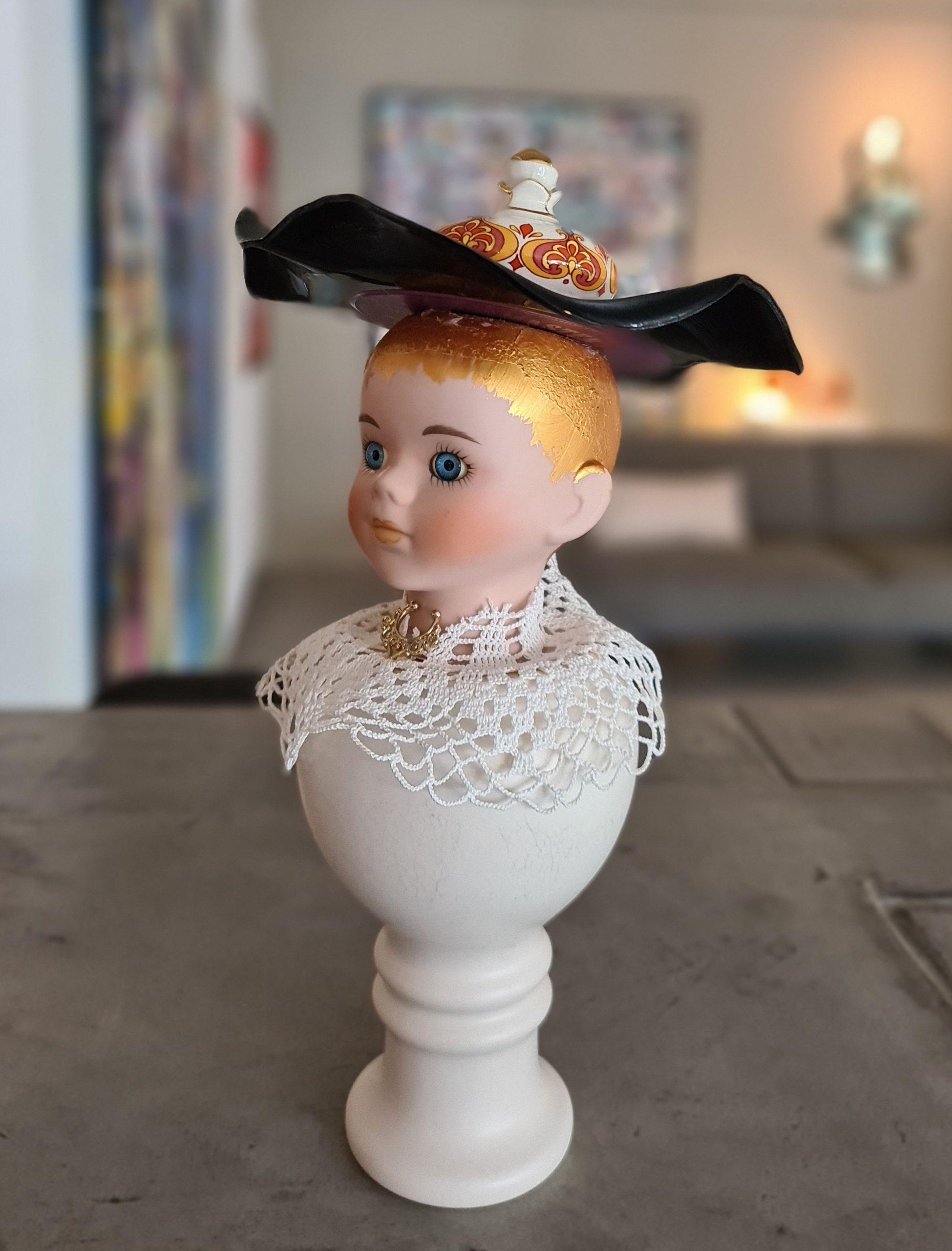 Kunst: Dutch girl with hat van kunstenaar Frida Badoux
