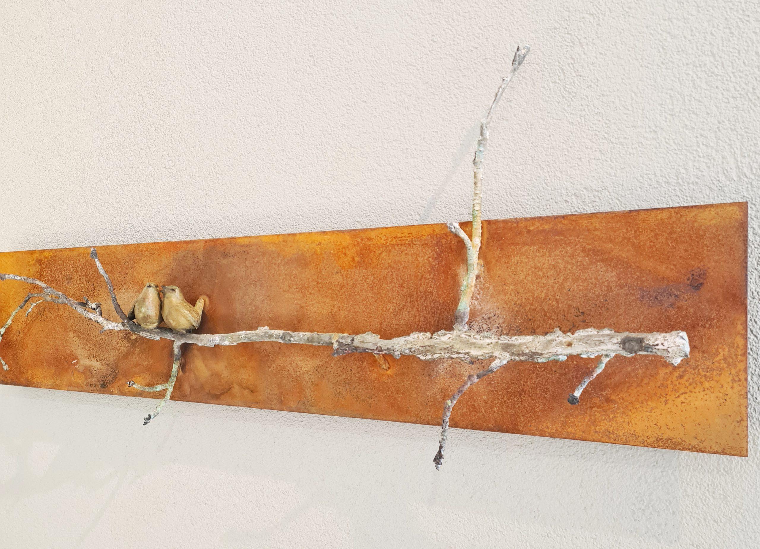 Kunst: 2 winterkoninkjes op ambertak van kunstenaar Chris Gadiot