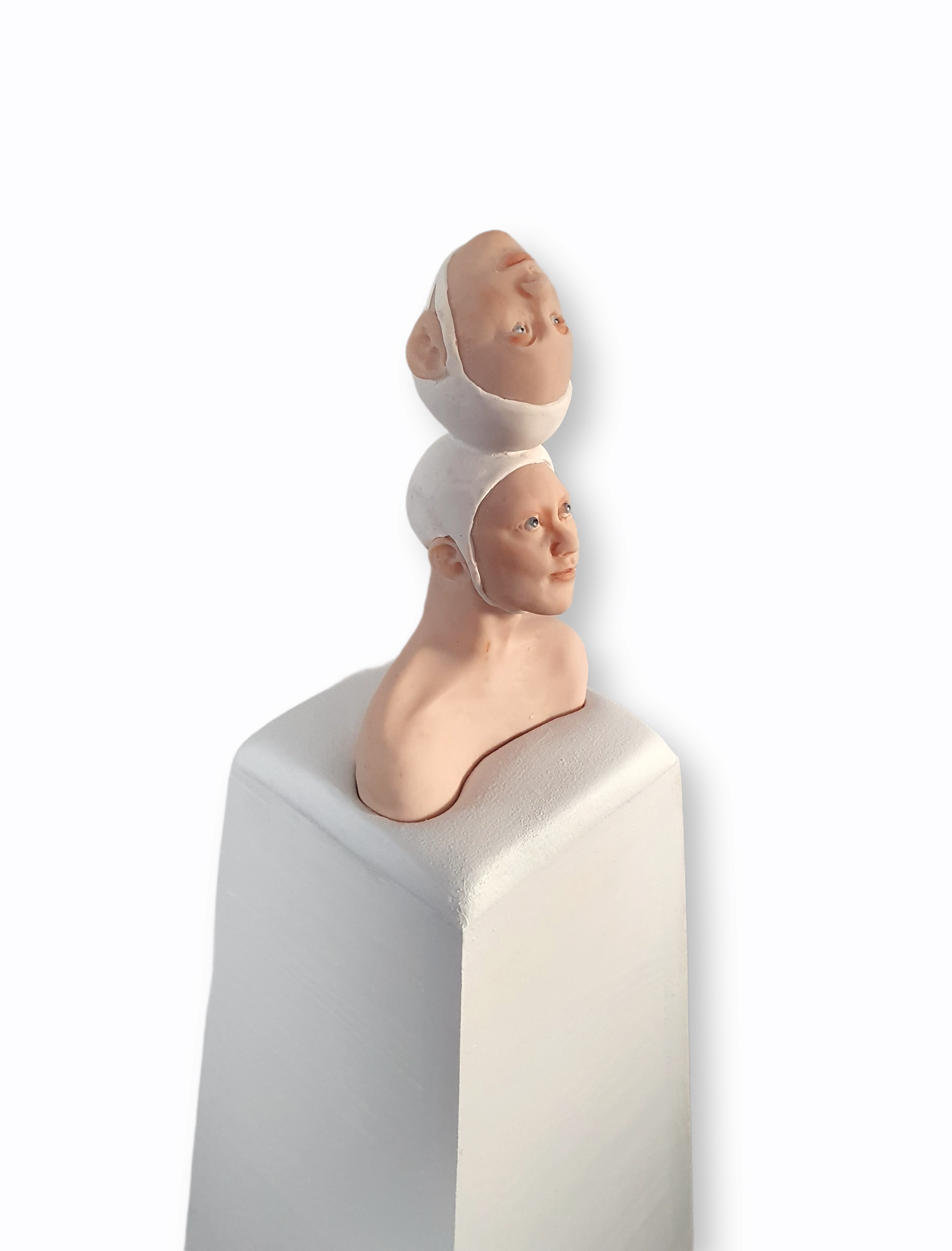 Kunst: Op z,n kop van kunstenaar Saskia Hoeboer