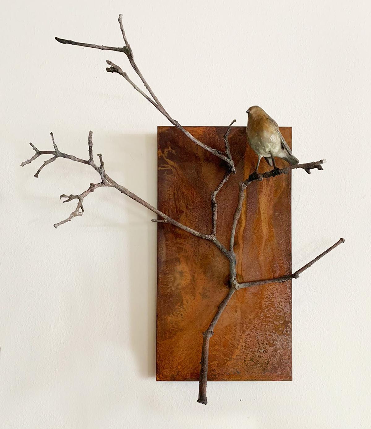 Kunst: Roodborst op tak op cortenstaal van kunstenaar Chris Gadiot