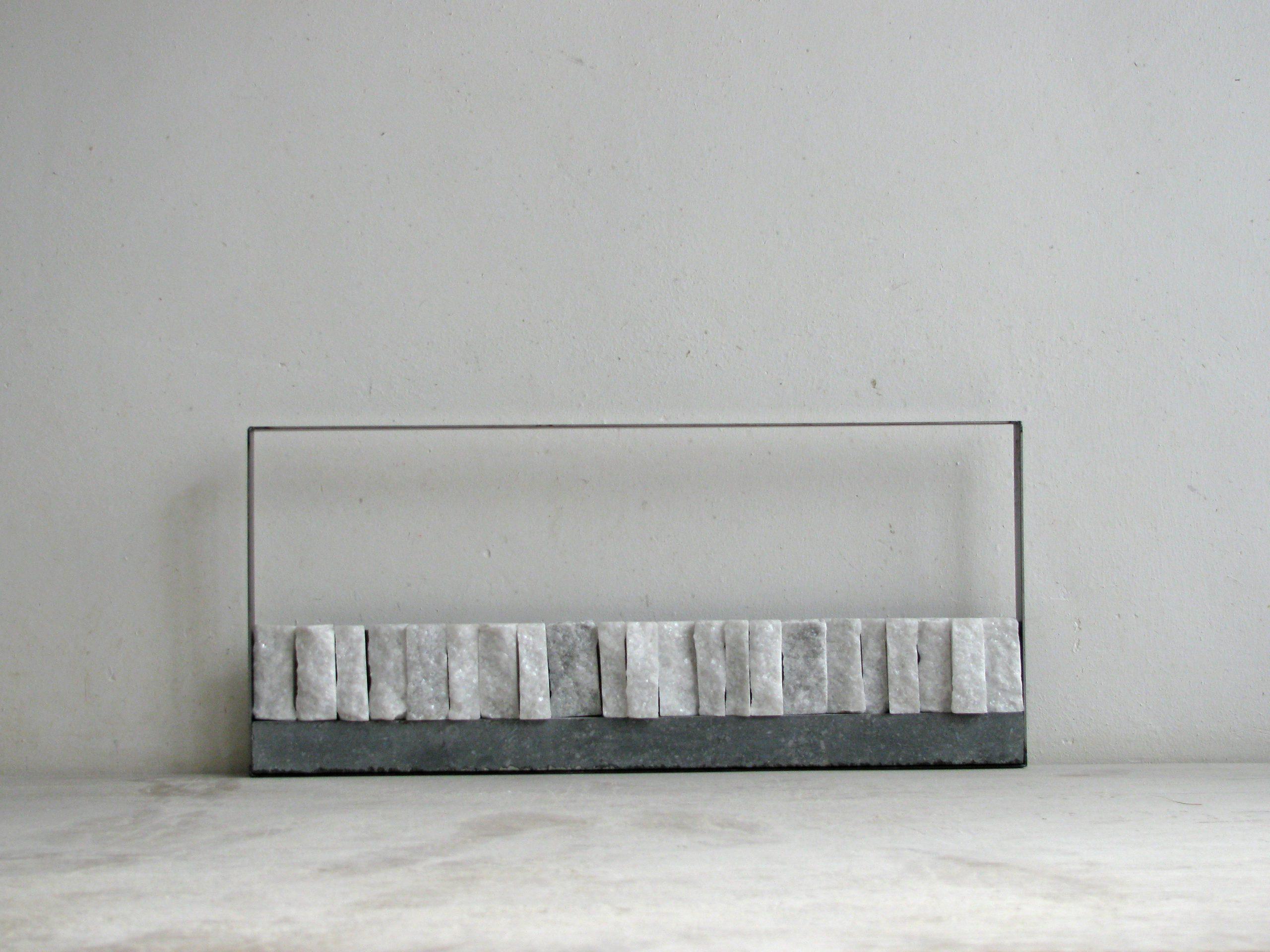 Kunst: Ritmsich reliëf II van kunstenaar Fieke de Roij