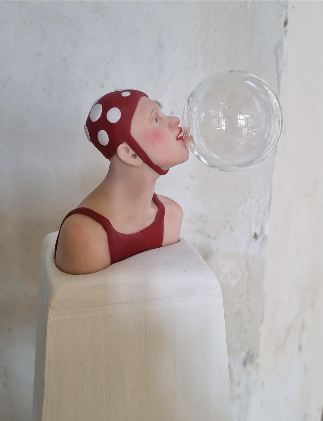 Kunst: bellenblazer, rood met witte stippen van kunstenaar Saskia Hoeboer