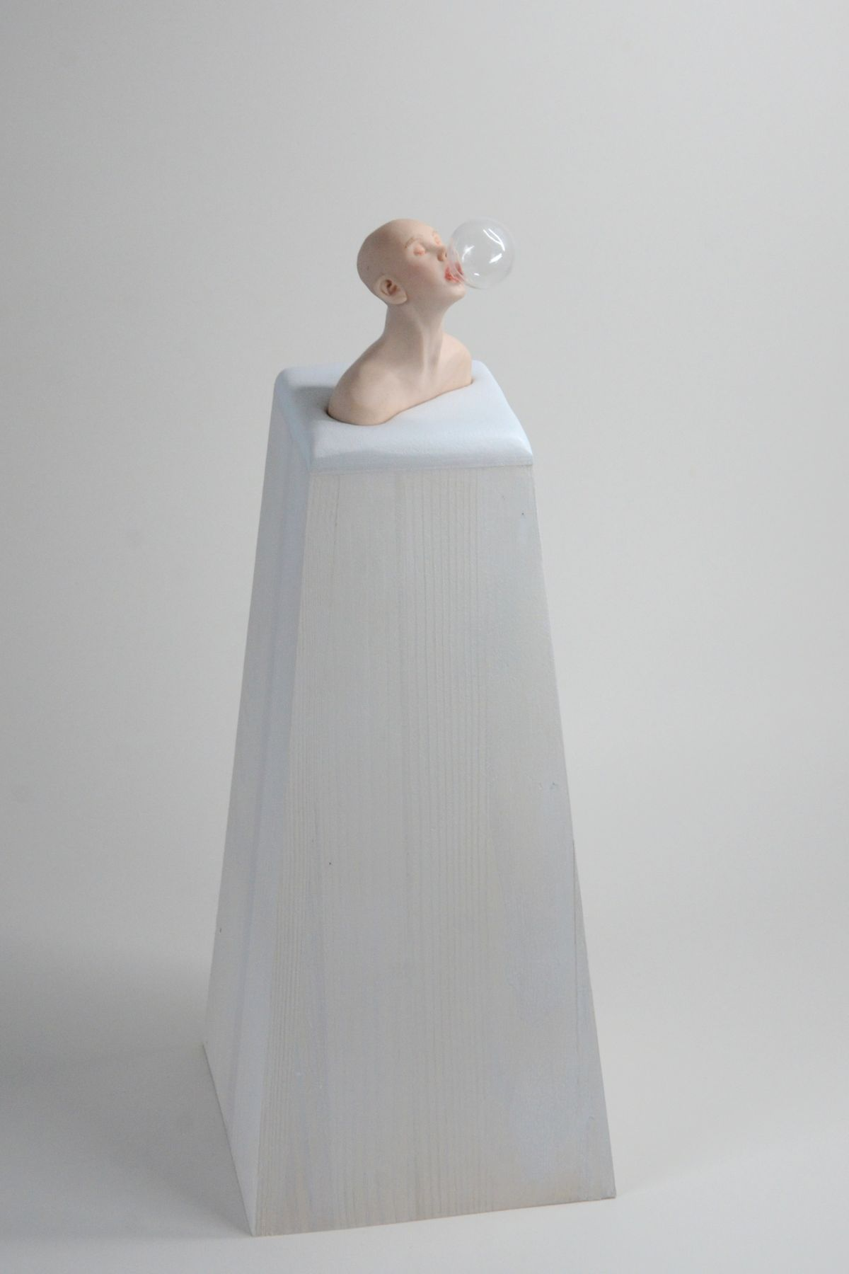 Kunst: Bellenblazer op sokkel van kunstenaar Saskia Hoeboer