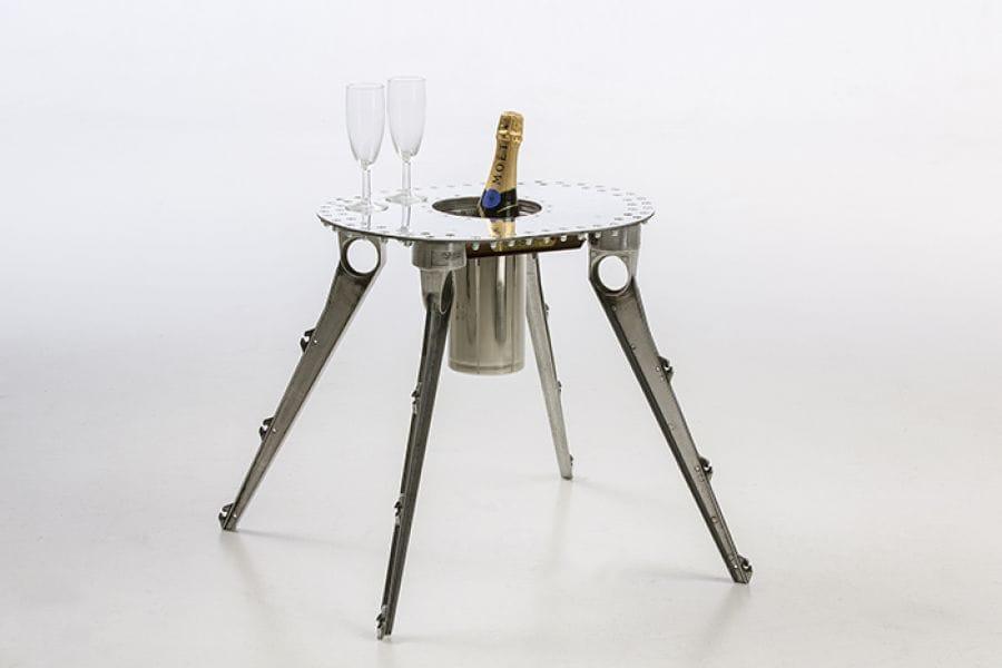 Kunst: Champagne tafeltje / The review: van kunstenaar Stef van der Bijl