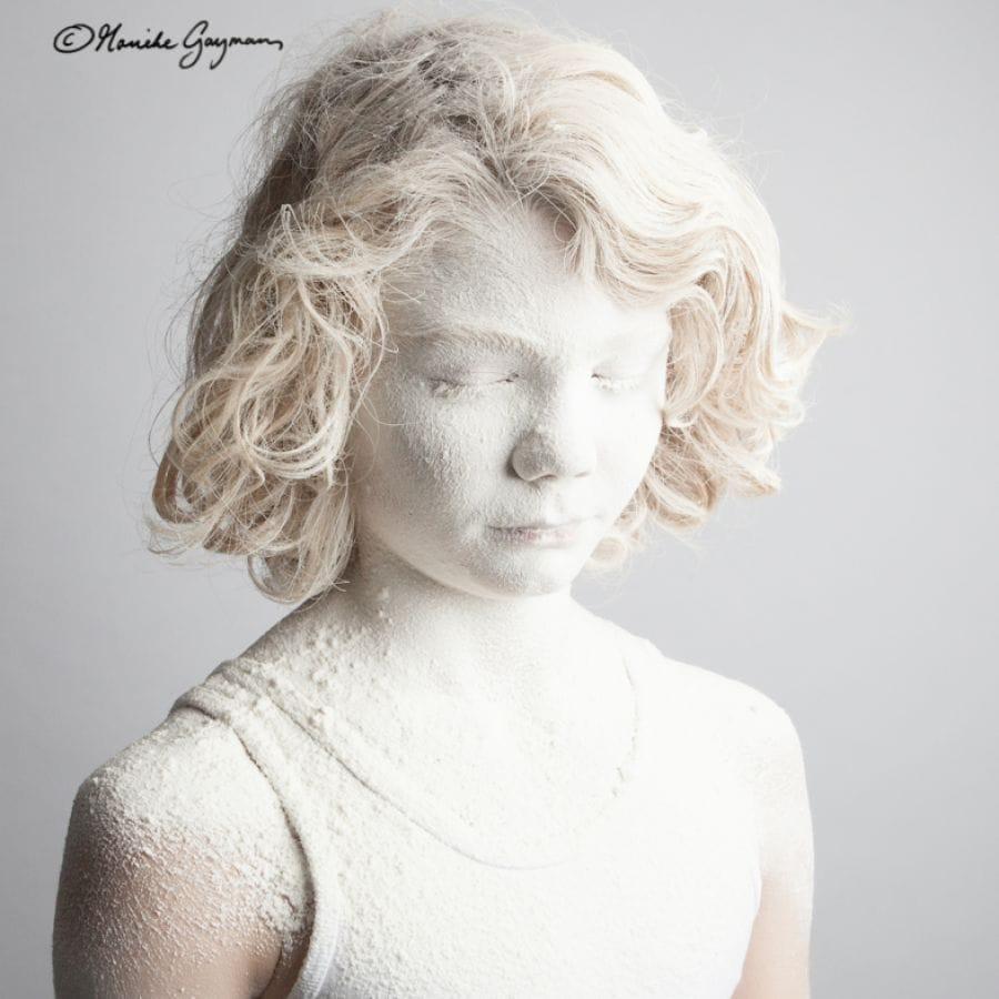 Kunst: Child pow(d)er- Puur Wit 1 van kunstenaar Marieke Gaymans