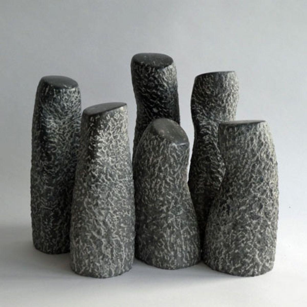 Kunst: Company of stones II van kunstenaar Fieke de Roij