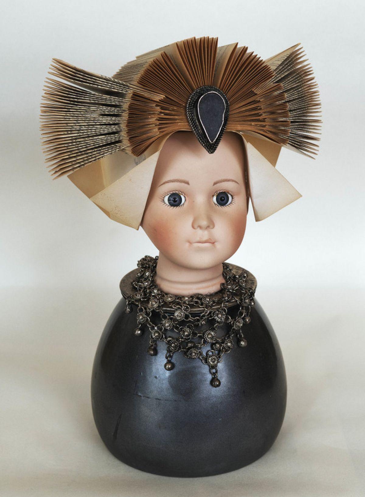 Kunst: Grey dress van kunstenaar Frida Badoux