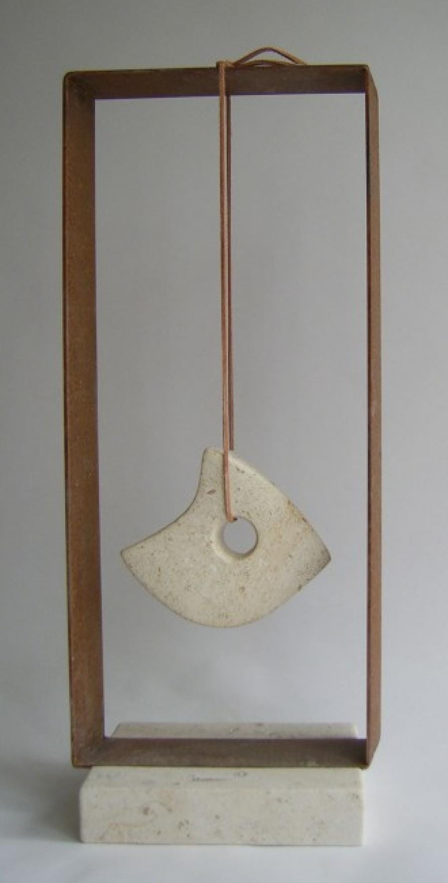 Kunst: Hanging Balancing van kunstenaar Fieke de Roij