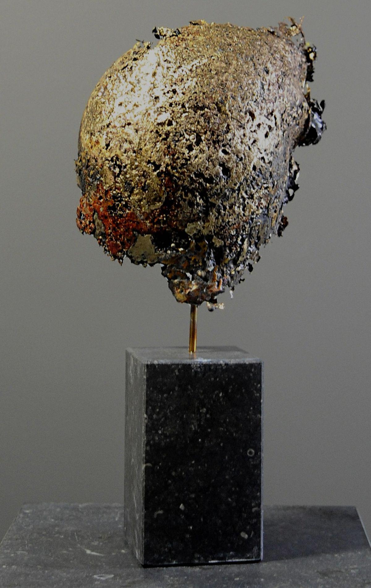 Kunst: Helmet 18 van kunstenaar Angelique Cremers