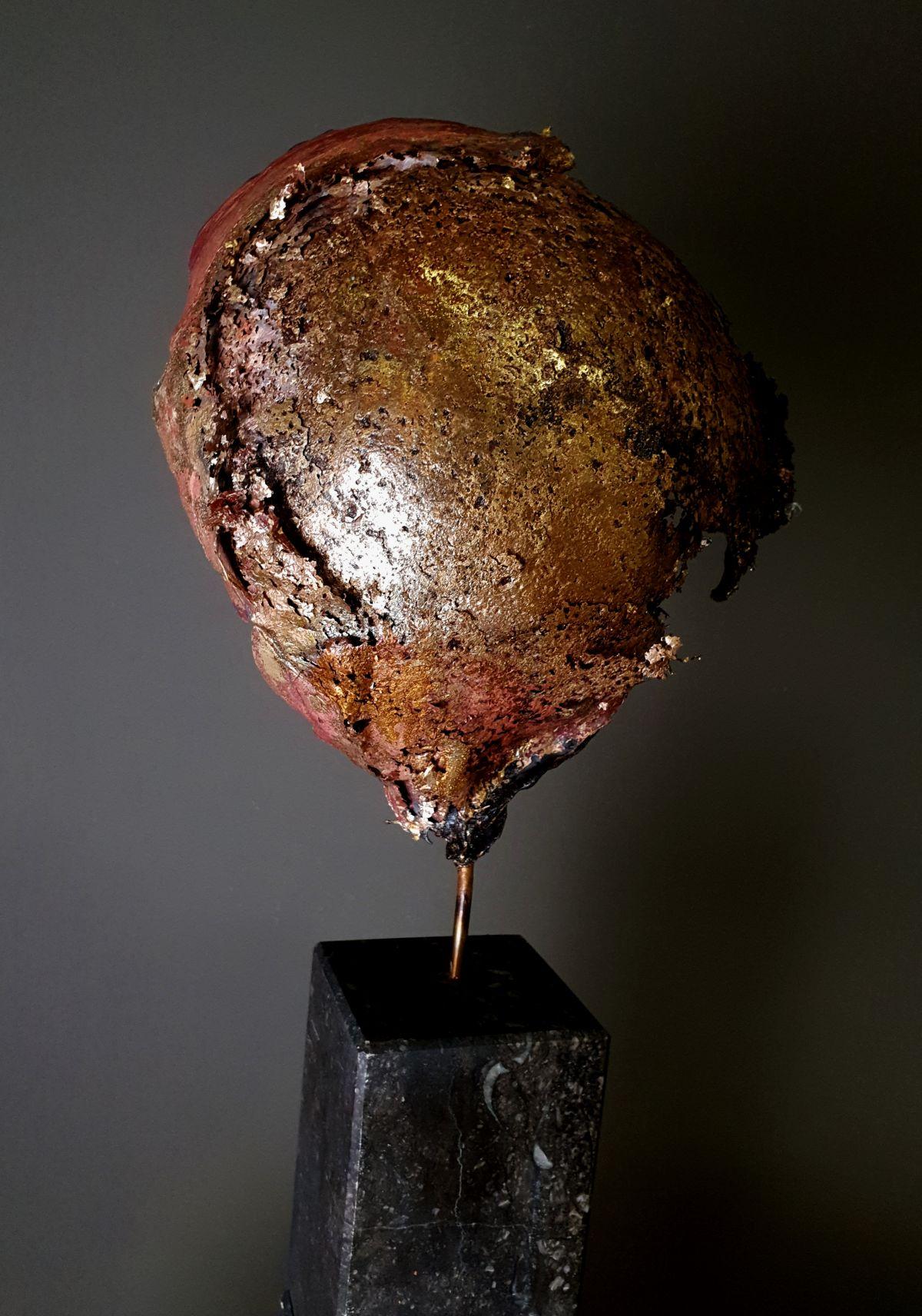 Kunst: Helmet 31 van kunstenaar Angelique Cremers
