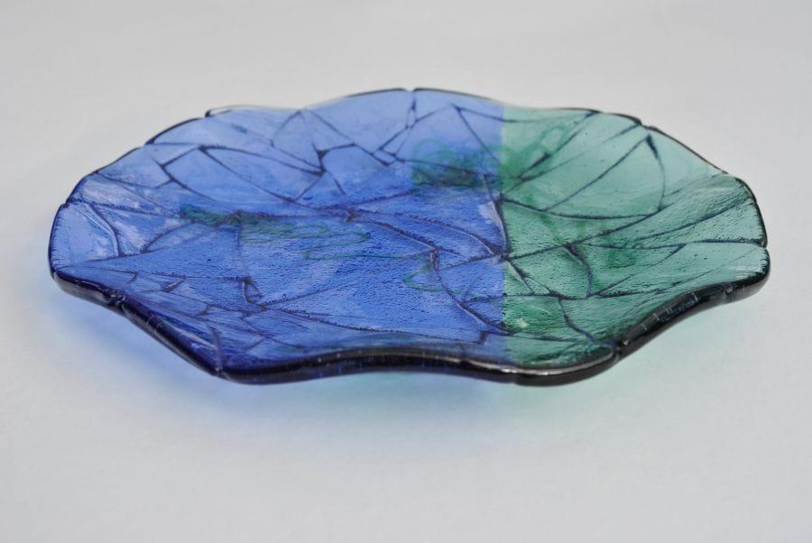 Kunst: schaal blue lines van kunstenaar Angenelle Thijssen