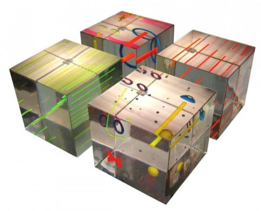 Kunst: vier kubussen 1 van kunstenaar Frans Muhren